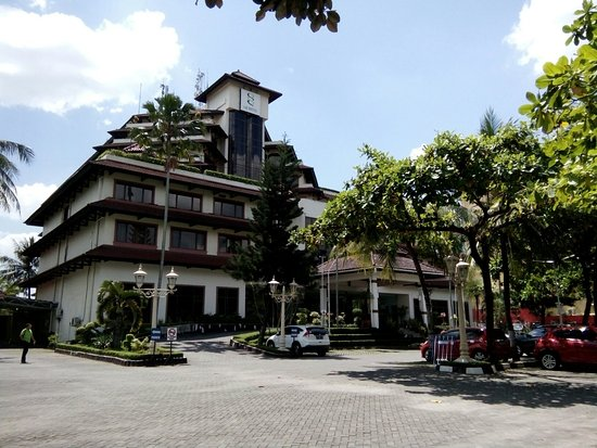 Grand Quality (GQ) Yogyakarta : Kami rental mobil di jogjakarta melayani anda sewa mobil dan driver telpon : 081931725878 web :