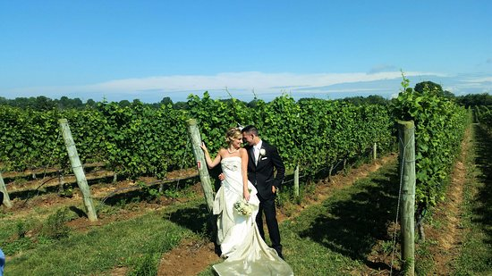 Southold, estado de Nueva York: wedding picture after ceremony
