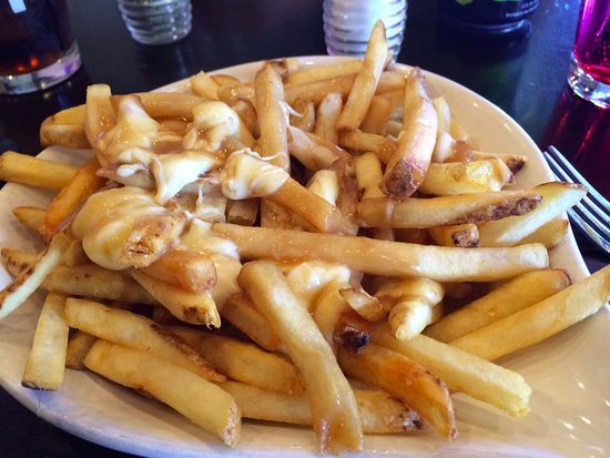 Cranbrook, Kanada: Pepper-free poutine, custom made for me at Heid Out.