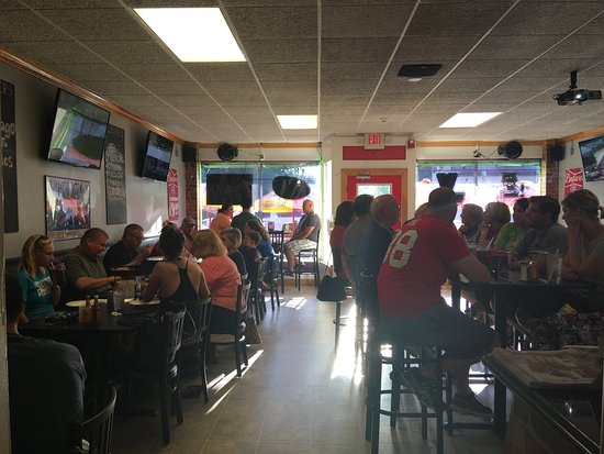 Moline, IL : Great food causes a packed house