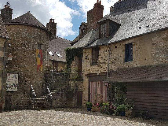 Domfront, França: 20160806_134139_large.jpg