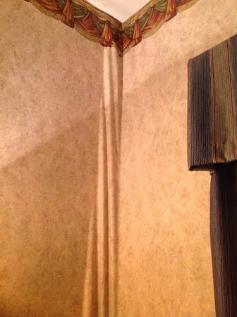 Somerset, Кентукки: Sagging wallpaper fue to dampness