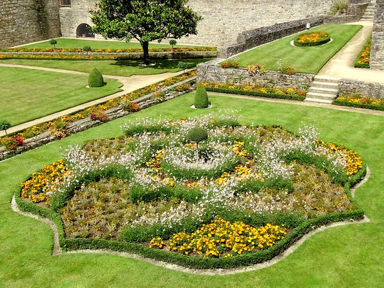 Parterre figuratif picture of jardin des remparts - Parterre de jardin ...