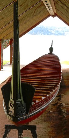 North Island, Nya Zeeland: Original Maori battle canoe