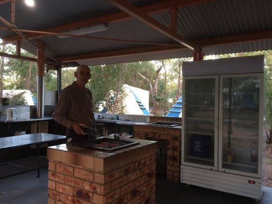 Undara Volcanic National Park, Australia: Camp kitchen with Fridge & BBQs