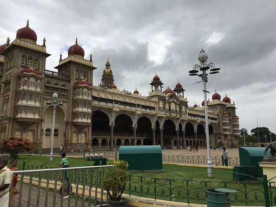 Palacio Real de Mysore: View of the palace