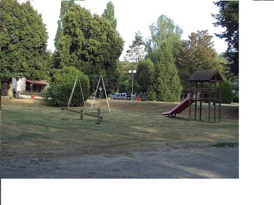 Saint-Savin, Francia: L'espace jeux et le camping