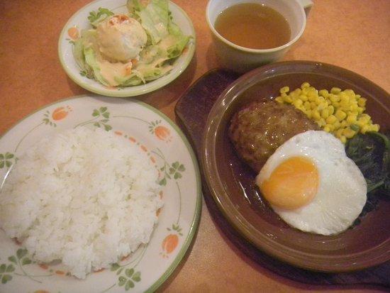 Izumi, Japan: 500円ランチ/オニオンソースのハンバーグ(500円込)