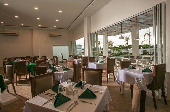 Cordova, Filipinas: Indoor Restaurant