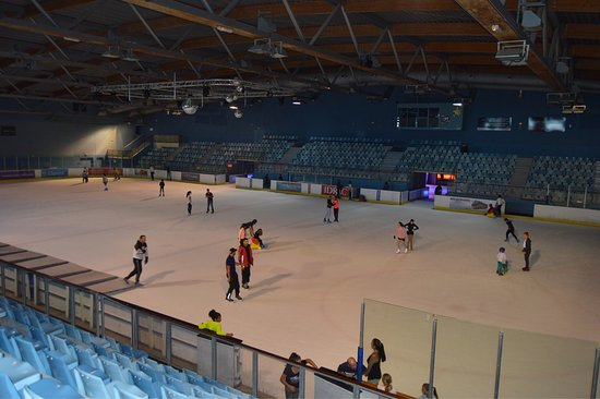 Vue exterieur picture of patinoire vegapolis for Patinage exterieur