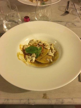 Ponte a Ema, Italien: Raviolo al pomodoro liquido e rana pescatrice!!! 😜😜😜
