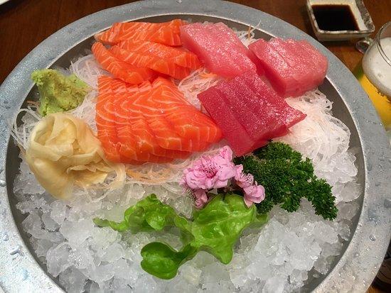 Balnarring, Australia: Fresh Salmon and Tuna Sashimi. Delicious!