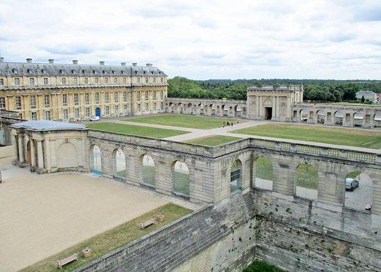Vincennes, França: Les casernes
