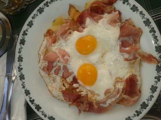 Campodazzo, Italien: Uova, patate e speck