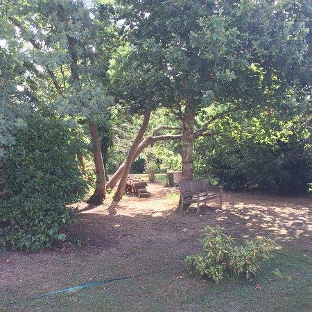 L'Arberet: Jardin et salon extérieur