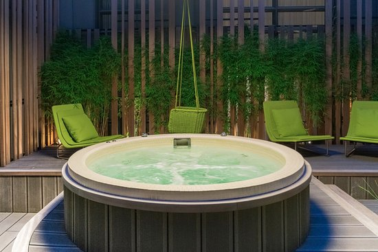 jacuzzi sur la terrasse bild von le cinq codet paris tripadvisor. Black Bedroom Furniture Sets. Home Design Ideas