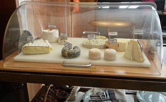 Beaugency, France : La roulante aux fromages, avec des spécialités de Centre-Val-de-Loire.
