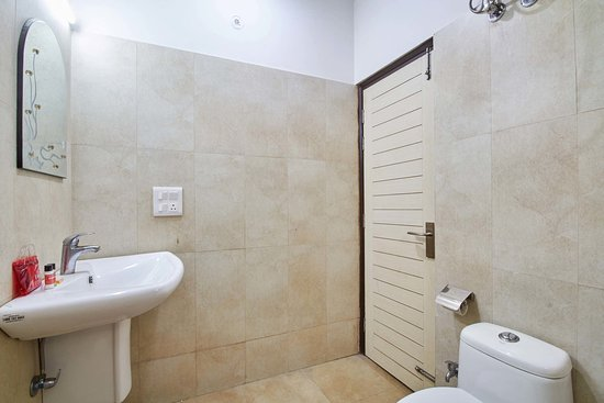Greater Noida, India: Bathrooms