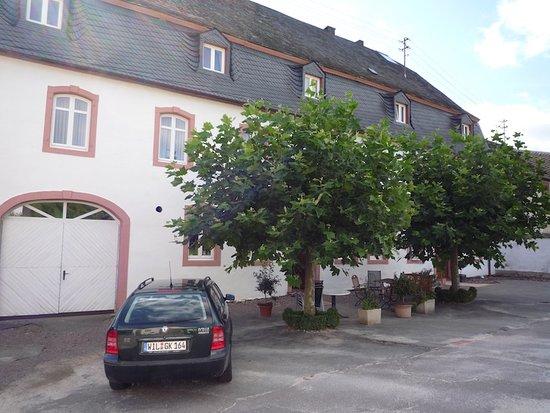 Moselloreley: La façade côté village