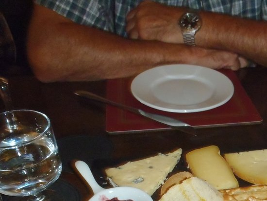 Wark, UK: Cheese and crackers
