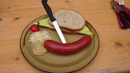 Nesselwaengle, Austria: Hauswurst mit Brot und Kren