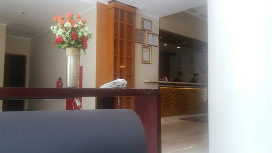 ... Bintang 5. Tapi hiasan bunga di meja lobby bunga plastik yang. Hotel  Aryaduta Palembang  BBQ yang mengecewakan. Foto Hotel Aryaduta Palembang 1c60275c54