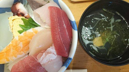 Miyako, Japonya: 寿司 魚正