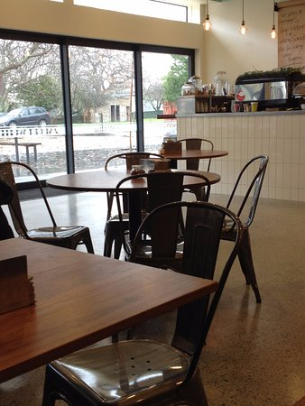 Greytown, Nueva Zelanda: Comfy tables with plenty of space