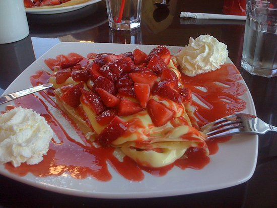 East Amherst, NY: strawberry shortcake crepe