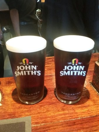 Bexley, UK: This is how a pint of John Smith should be served . Vist the Three blackbirds the beer great and