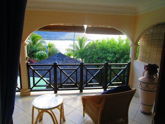 Cerf Island, Seszele: Balkon mit Blick auf Mahe