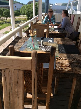 Paternoster, Zuid-Afrika: Loved the driftwood like tables!