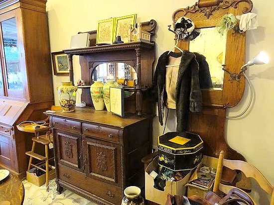Sunshine Antique and Mercantile Company: inside