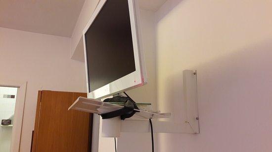 San Lorenzo in Campo, Itália: staffa di un vecchio televisore, adattata