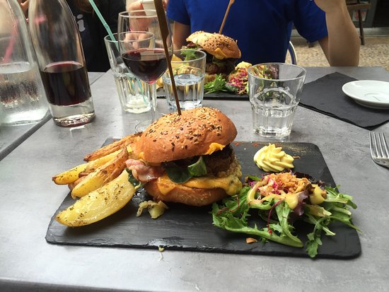 burger au foie gras comt et sauce aux c pes photo de le potard avignon tripadvisor. Black Bedroom Furniture Sets. Home Design Ideas