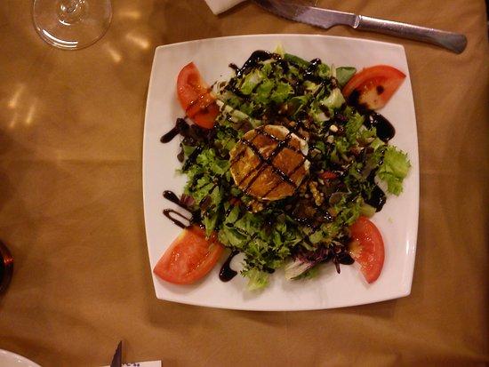Los Corrales de Buelna, Ισπανία: Ensalada de queso de cabra