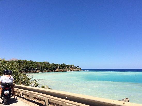 Camping Guidaloca: Spiaggia antistante il campeggio di baia di guidaloca. Sarebbe tutto perfetto se non fosse per l