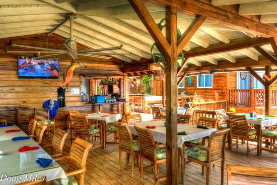 Blue Bahia Beach Grill: Fun, light and airy restaurant.