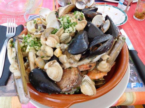 Revel, França: mon assiette de coquillages ..et des couteaux !! que j'ai appréciés car c'est rare d'en trouver