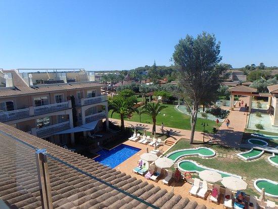 Zafiro Can Picafort: Block 1, swim up pool and mini golf.