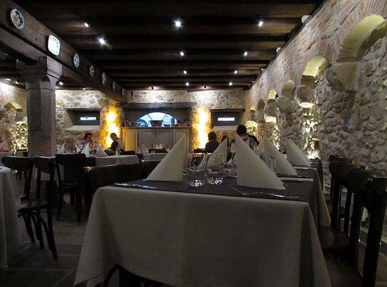 Bergheim, Francia: Sala ristorante in cantina