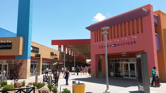 The Outlet Shoppes at El Paso is located in El Paso, Texas and offers 76 stores - Scroll down for The Outlet Shoppes at El Paso outlet shopping information: store list, locations, outlet mall hours, contact and address. Address and locations: S. Desert Blvd., El Paso, Texas - TX /4(4).