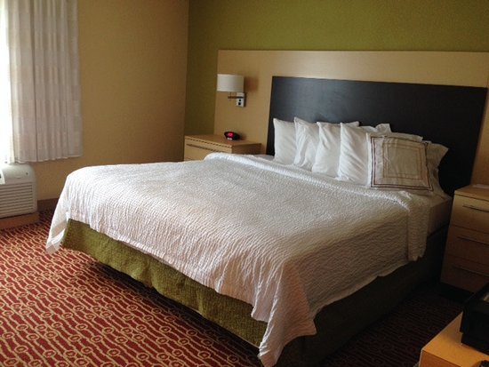 Moosic, Pensylwania: King bed in king studio