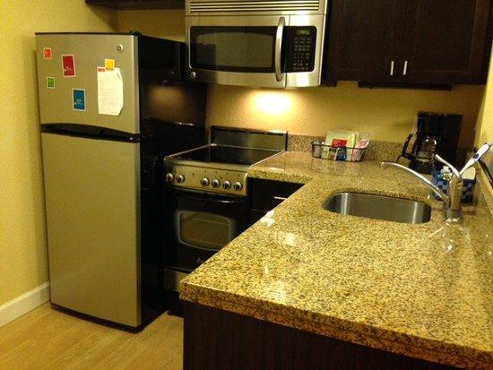 Moosic, Pensylwania: Full kitchen in 2BR suite