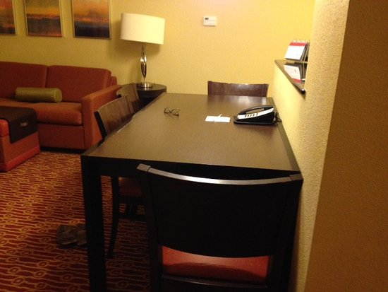 TownePlace Suites Scranton Wilkes-Barre: Dining table in 2BR suite