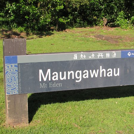 Mount Eden: The sign at the bottom