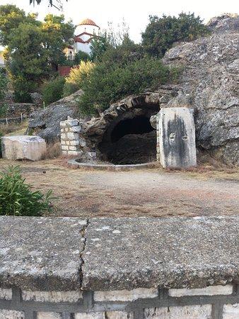Edipsos, Yunani: Cave of Sulla