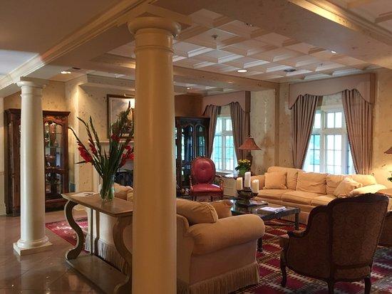 Casanova, VA: lobby of hotel