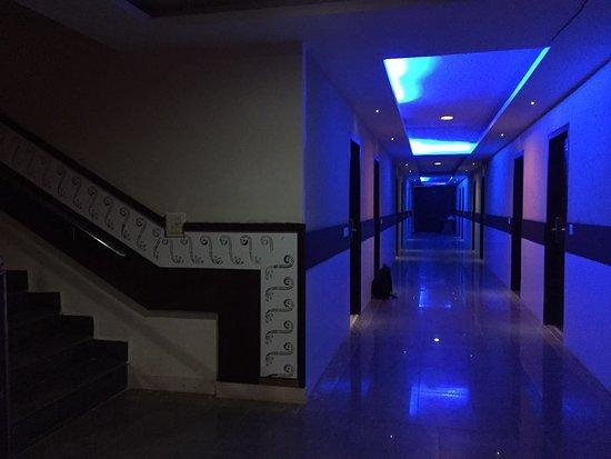 Hotel Ashish Continental: Hotel corredoor