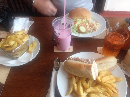 Blairgowrie, UK: Great value for money food, egg roll and tuna baguette with chips!